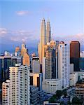 Les tours jumelles de la construction de Petronas, Kuala Lumpur, en Malaisie, Asie