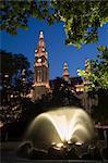 Hôtel de ville au crépuscule avec fontaine au premier plan, Vienne, Autriche, Europe