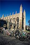 Vélos en face College, Cambridge, Cambridgeshire, Angleterre, Royaume Uni du roi, Europe