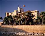 The Almadaina Palace amongst palm trees, Palma, Mallorca (Majorca), Balearic Islands, Spain, Mediterranean, Europe