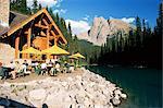 Restaurant surplombant le lac d'émeraude, avec le Mont Burgess, au-delà, à la lumière du soir, Yoho National Park, patrimoine mondial de l'UNESCO, (Colombie-Britannique), Canada, Amérique du Nord