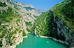 Petits bateaux dans la rivière, le Grand Canyon du Verdon (Gorges du Verdon), Alpes-de-Haute-Provence, Provence, France, Europe