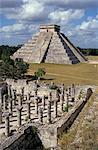Mille colonnes Mayas et la grande pyramide El Castillo, Chichen Itza, patrimoine mondial de l'UNESCO, Yucatan, Mexique, Amérique centrale