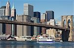 Gratte-ciel de Manhattan, Brooklyn Bridge et l'East River, New York City, New York, États-Unis d'Amérique, l'Amérique du Nord