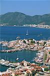 Faible vue aérienne sur le port et la ville de Marmaris, Anatolie, Turquie, Asie mineure, l'Eurasie