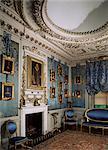Boudoir bleu, y compris une copie du portrait de Holbein d'Henry VIII, château de Warwick, Warwickshire, Angleterre, Royaume-Uni, Europe