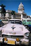 Parliament House et voitures américaines des années 1950, la Havane, Cuba, Antilles, l'Amérique centrale