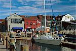 Amarré l'yacht et des constructions en bois sur la rive du Bannister et quais de Bowens, Newport (Rhode Island), New England, États-Unis d'Amérique