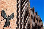 Epstein die Statue von St. Michael und der Teufel, neue Kathedrale von Coventry, Coventry, West Midlands, England, Vereinigtes Königreich, Europa