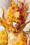 Person trägt maskiert Karneval Kostüm, Karneval in Venedig, Venedig, Veneto, Italien