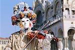 Celui qui le porte masqué carnaval costume, carnaval de Venise, Venise, Vénétie, Italie