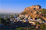 Meherangarh Fort sur la colline au-dessus de Jodhpur, Rajasthan, Inde