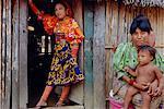 Des Indiens Kuna (Kuna), Mamardup village, Rio Sidra, San Blas archipel, Panama, Amérique centrale