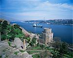 Ansicht der Burg Anadolu Kavagi und Galata Brücke, Bosporus, Istanbul, Türkei, Europa, Eurasien