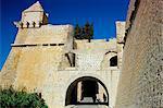 Defensive walls and gate of Ibiza old centre, (d'Alt Villa) (Alta Vila) (Upper Town), Ibiza Town, Ibiza, Balearic Islands, Spain, Mediterranean, Europe