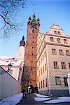 Tour noire de style gothique datant de 1557 et à l'arrière de l'hôtel de ville Renaissance avec façade néo-Renaissance par l'architecte Josef Fanta de 1925, Klatovy, Plzensko, République tchèque, Europe