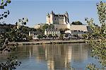 Voir toute la Loire pour le château de Saumur, Maine-et-Loire, Pays de la Loire, France, Europe