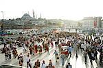 Personnes à Eminonu place de la vieille ville, Istanbul, Turquie, Europe