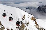 Sommet de téléphériques approchant l'Aiguille du Midi, Chamonix Mont Blanc, Savoie, France, Europe