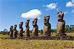 Ahu Tongariki, la plus grande ahu sur l'île, Tongariki est une ligne de 15 pierres Moai statues géantes, Rapa Nui (île de Pâques), patrimoine mondial de l'UNESCO, Chili, Amérique du Sud