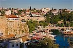 Élevé vue sur la Marina et le Roman Harbour dans Kaleici, Old Town, Antalya, Anatolie, Turquie, Asie mineure, Eurasie