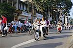Motos sur la lettre d'intention Le Boulevard en centre ville, Ho Chi Minh-ville (anciennement Saigon), Viêt Nam, Indochine, Asie du sud-est, Asie