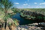 L'extrémité ouest de Katherine Gorge dans le Parc National Nitmiluk, où Katherine River traverse un plateau de grès, le Top End, Northern Territory, Australie, Pacifique