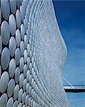 Grand magasin Selfridges, Birmingham. Détail de la façade 4 avec lien de pont. Architectes : Future Systems