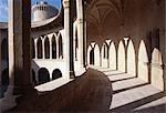 Castell de Bellver Palma de Mallorca. Commencé à 1300. Unique parmi les châteaux espagnols pour être tout à fait ronde. Architecte : Pere Salva