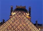 Le Musée du Louvre pyramide Paris France. Architecte : I.M.Pei.