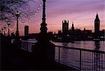 Chambres du Parlement au coucher du soleil, Westminster, Londres. Rive sud de la Tamise. Architecte : Charles Barry A. W. N. Pugin