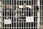 Hommes d'affaires en prison