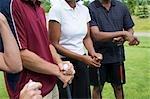Nahaufnahme der Menschen stehen am Golfplatz