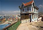 Maison donnant sur le port, Valparaiso, Chili