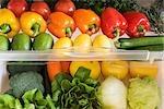 Kühlschrank gefüllt mit Gemüse