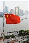 Chinesische Flagge und Pudong shanghai
