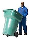 Müllmann mit Recyclingbehälter