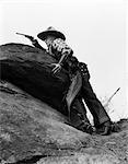 ANNÉES 1930 COWBOY SUR ROCHES VISÉE GUN