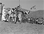 1950ER JAHRE MANN HERUNTERFALLEN STIER RODEO EVENT BULL RIDING RIDER COWBOY