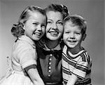 1950s SMILING PORTRAIT MOTHER TWO KIDS CHILDREN BOY GIRL SON DAUGHTER