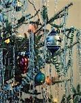1950s 1960s 1970s RETRO CHRISTMAS TREE ORNAMENT GARLAND TINSEL LIGHTS