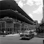 1950ER JAHRE NEUE TYP PARKING LOT DREI GEBÄUDE ARCHITEKTUR AUTO ON STREET FUßGÄNGER NEW ORLEANS LA
