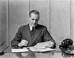 1930s RETRO MAN OFFICE DESK PEN TELEPHONE WORK BUSINESS PAPERWORK SUIT