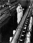 ANNÉES 1930 ANNÉES 1920 TRAVAILLEUSE ENFILAGE CANETTE INDUSTRIELLE SOIE USINE PHILADELPHIA PA MACHINE TEXTILE BOBINES D'ENROULEMENT