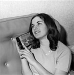 BRUNETTE TEEN GIRL WOMAN LISTENING TO TRANSISTOR RADIO 1950s 1960s MUSIC