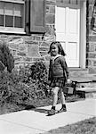1940s GIRL WALKING TO SCHOOL OUTSIDE OF HOME DOORWAY WINDOW LUNCH PAIL