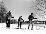 1930ER JAHRE FAMILIE MIT DREI CROSS COUNTRY SKI MUTTER VATER TOCHTER