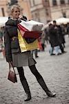 Frau Einkaufen in Piazza Navona, Rom, Italien