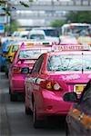 Taxis colorés au marché du week-end de Chatuchak, Bangkok, Thaïlande