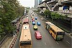 Arrêt de bus en face du marché du week-end de Chatuchak, Bangkok, Thaïlande
